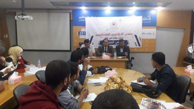 صورة البطة وياسين يستعرضان تجربتهما الصحفية لطلبة الإعلام